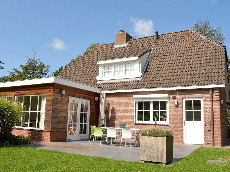 Ferienhaus (OVS93) Freistehende Villa mit sonnigem Garten