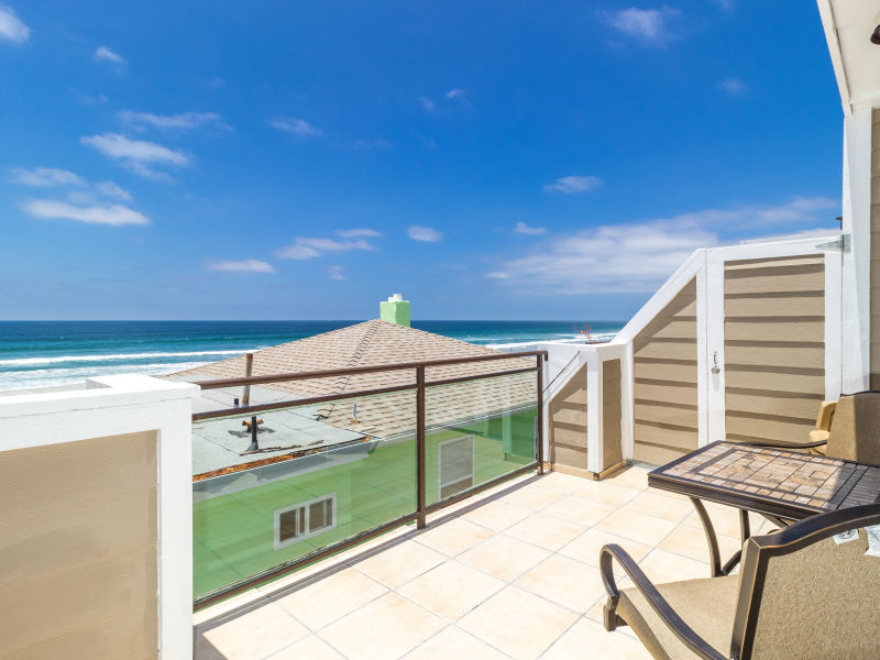 Holiday house #709 - Newly Remodeled, 25 Feet From The Ocean, Stunning Views