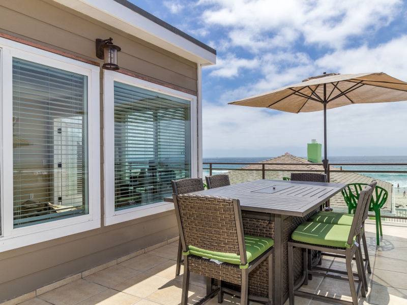 Holiday house #711 - Stunning Ocean Views, 25 Feet Away From The Sands