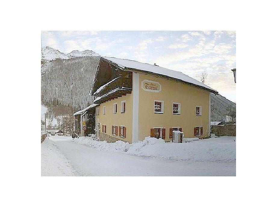 Haus Tarroi im Winter
