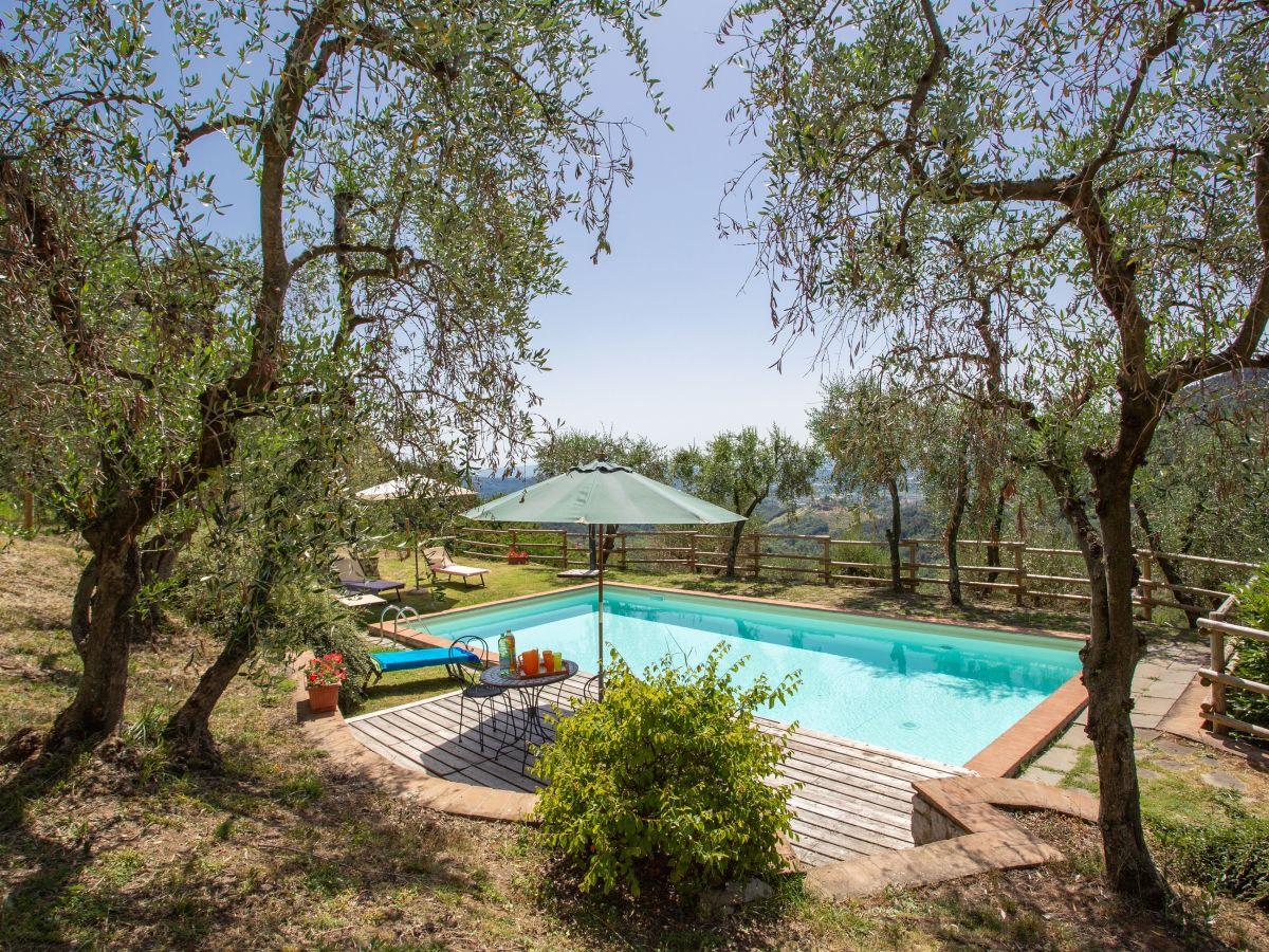 Ferienwohnung dante 3 san concordio di moriano firma easy reserve - Pool und garten ...