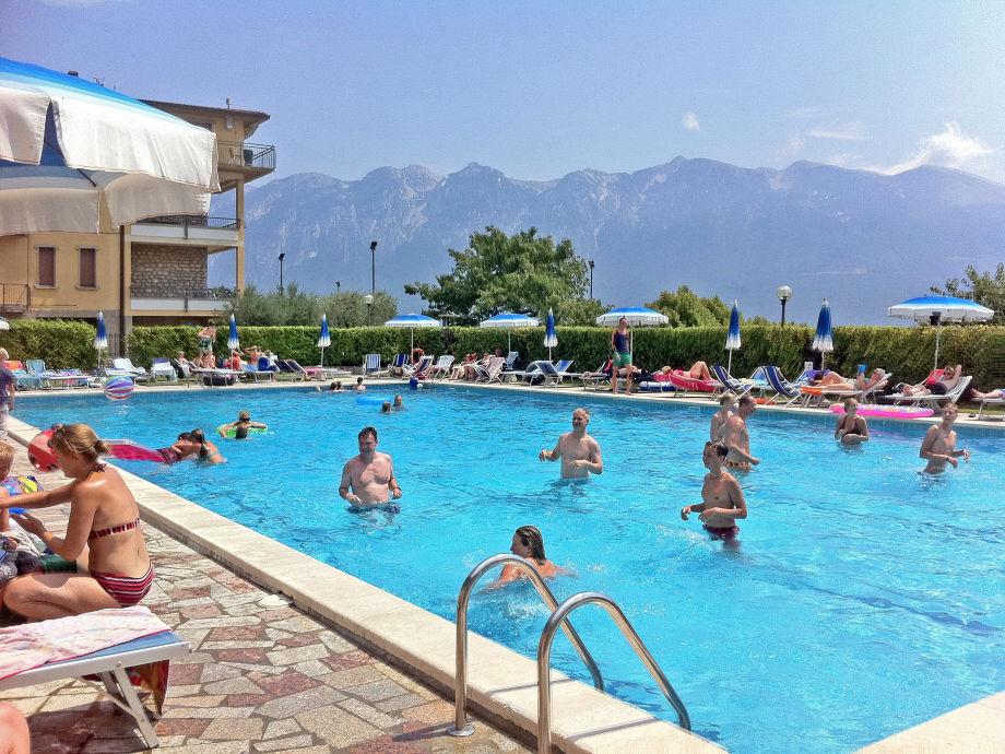 Pool und Poolterrasse
