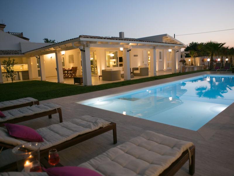 Schöne Villa mit Pool in der Nähe vom Strand