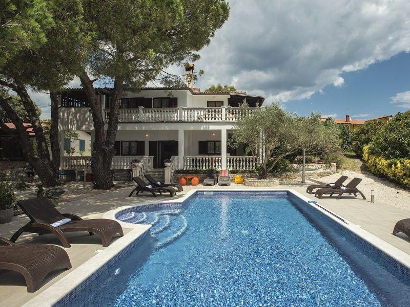 Villa 820