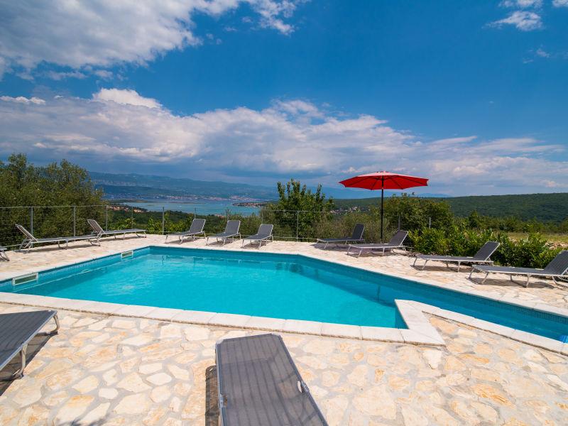 Ferienhaus mit Meerblick und Pool