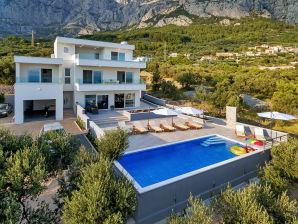 Villa Rino mit beheiztem Pool und Meerblick