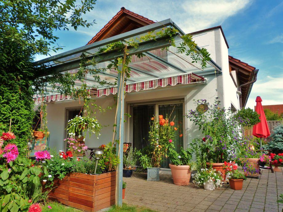 Große Terrasse mit Glasdach