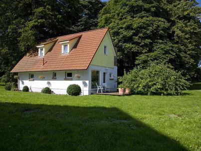 Kutschenhaus im Gutspark Hessenburg