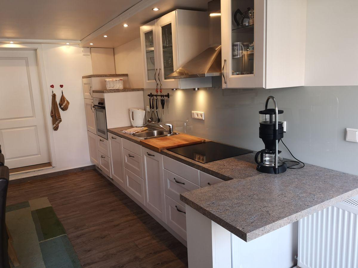 Ferienwohnung landhaus gertrude juist frau susanne budde for Kuchenzeile landhaus