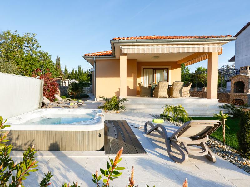 Villa mit Jacuzzi, Grill, Räder