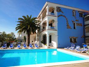 Ferienwohnung Azzurra mit 2 Bädern & Balkon mit Poolsicht