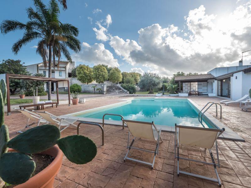 Schöne Villa auf dem Land mit Pool