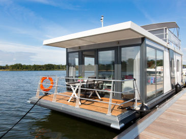 Hausboot im Weser-Elbedreieck