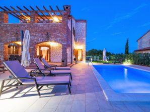 Ferienhaus Villa Suzy mit Pool