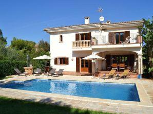 Ferienhaus Strandnahe Villa mit Pool