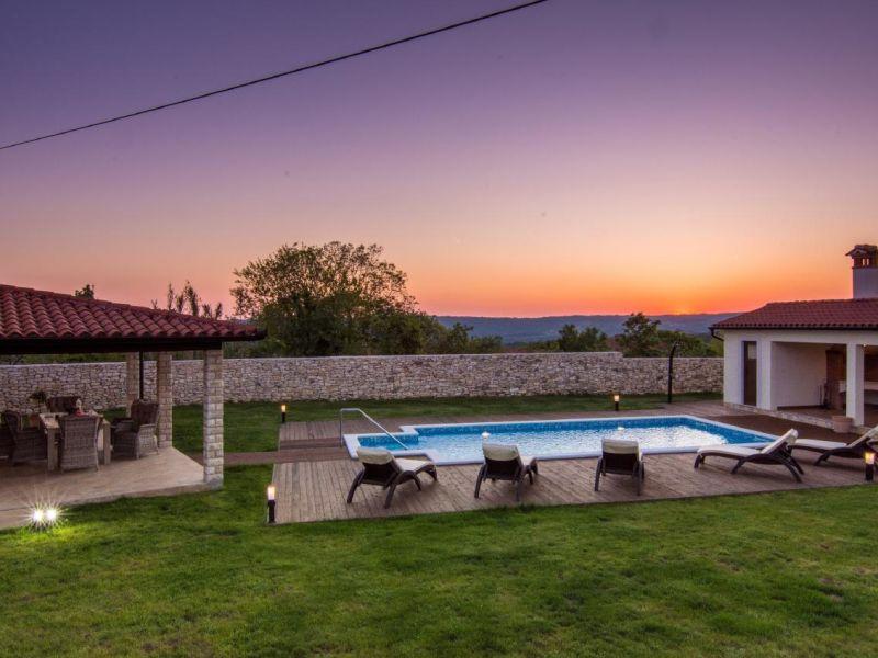 Ferienhaus Traumhafte Familienvilla mit Garten