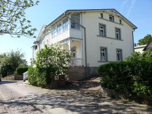 """Ferienwohnung in der Villa Rosengarten - """"Baumhaus"""" mit Meerblick"""