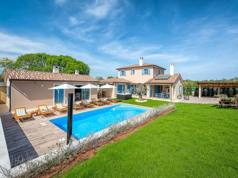 Villa Mali Vareski