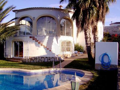 Villa mit Pool bei Oliva mit Meer- und Bergblick