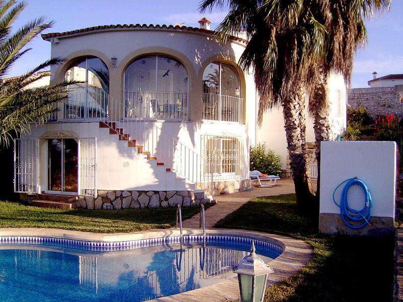 Ferienhaus Villa mit Pool bei Oliva mit Meer- und Bergblick