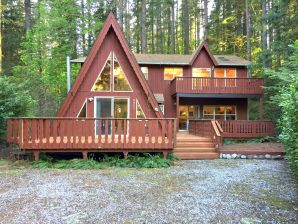 Holiday cottage Mt. Baker Cabin #45  - Sleeps 10!