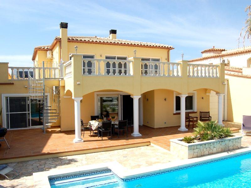 Ferienhaus Villa Seaside mit Pool am Kanal