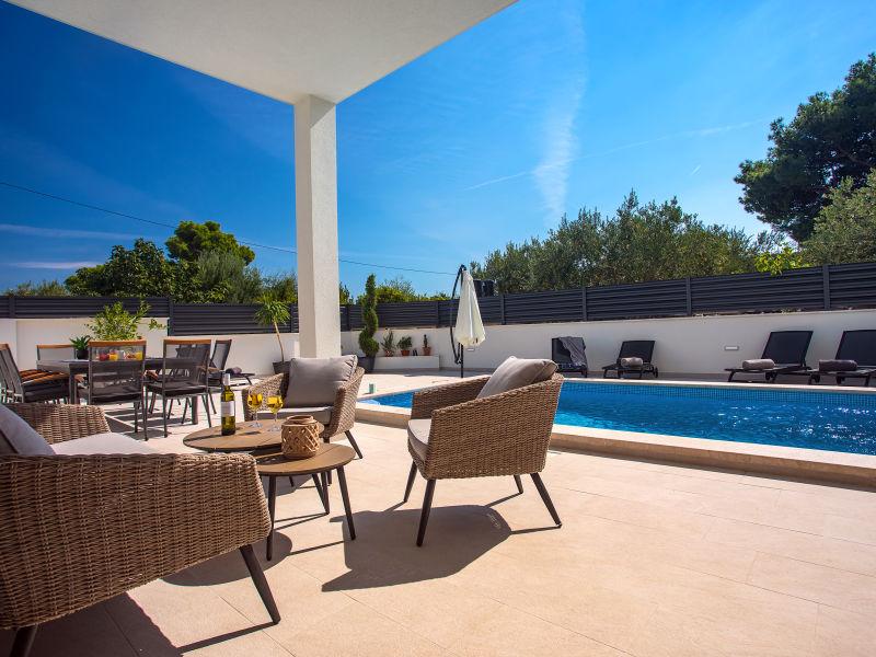 New!!Villa Petra private heated pool & sauna