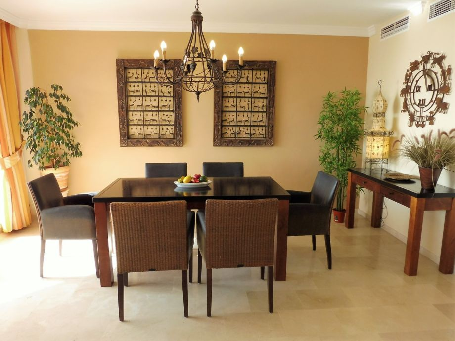 Holiday apartment beachpenthouse bermuda beach 4 estepona for Comfortable dining room