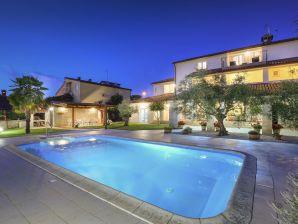Ferienwohnung Paradiso mit Pool 1