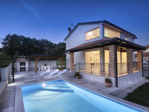 Villa Hope mit Pool