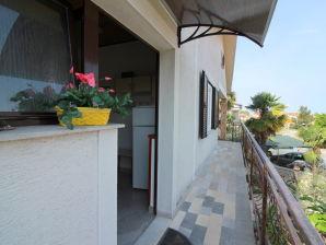Holiday apartment Valnea with garden