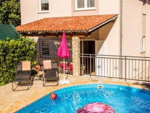 Ferienwohnung mit privatem Pool, BBQ, AC
