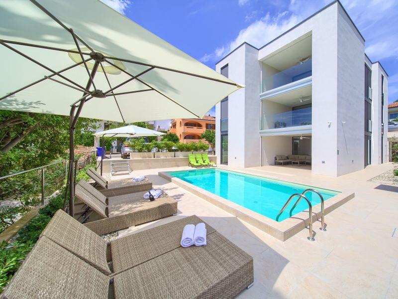 Ferienwohnung 2 - Villa Celeia mit Pool
