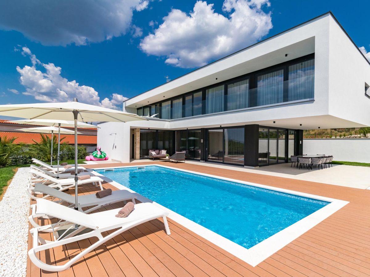 Hinterhof Mit Pool