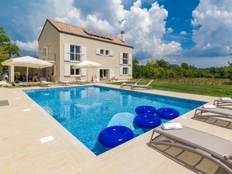 Villa 824