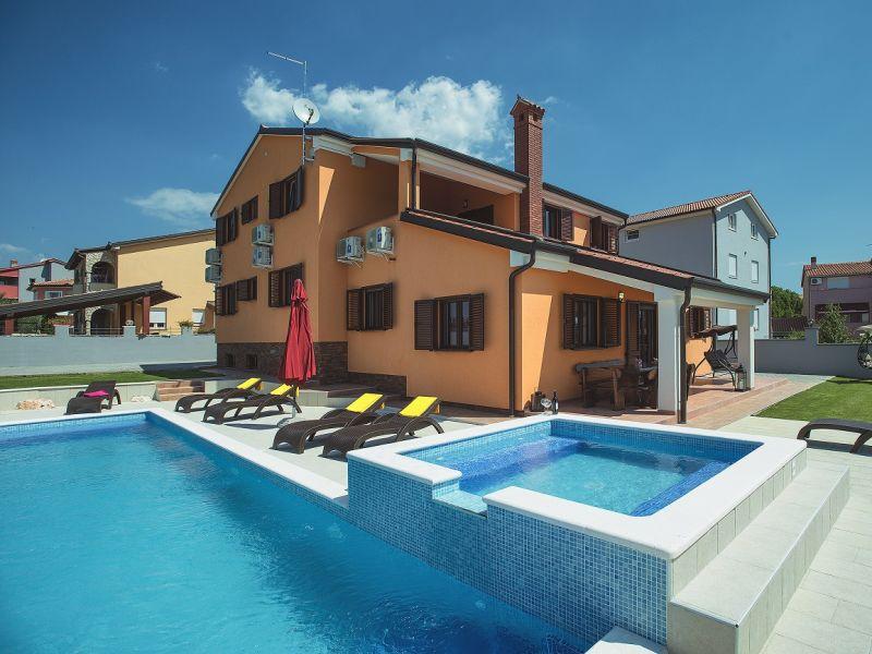 Villa 826