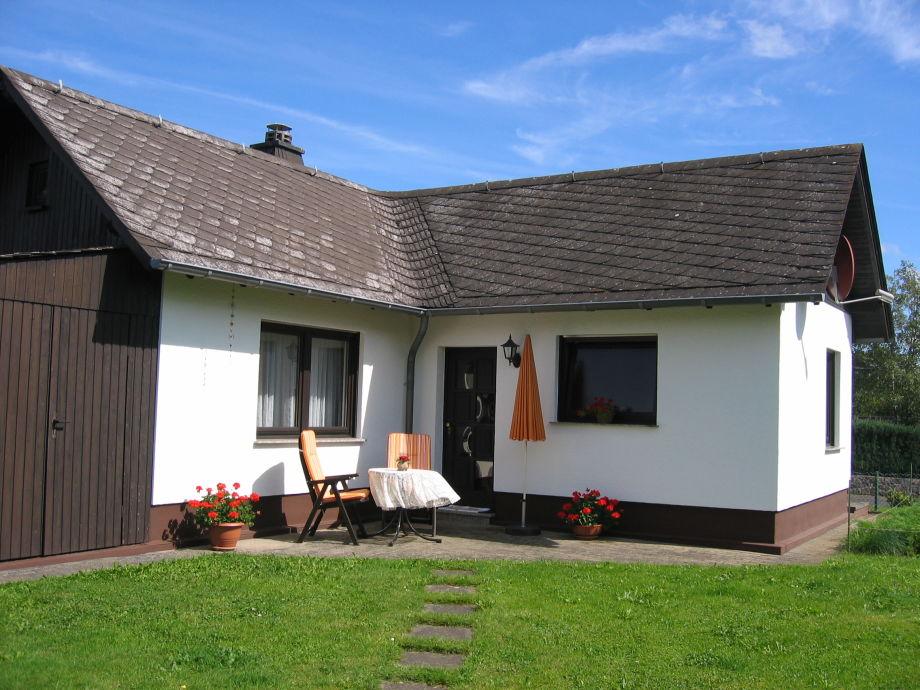 Ferienhaus mit Terrasse am Eingang
