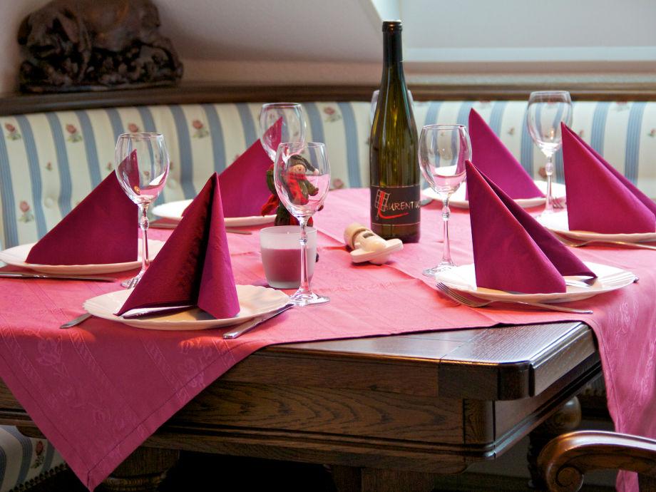 Bitte Platz nehmen - Essecke im Engelsgaertchen!