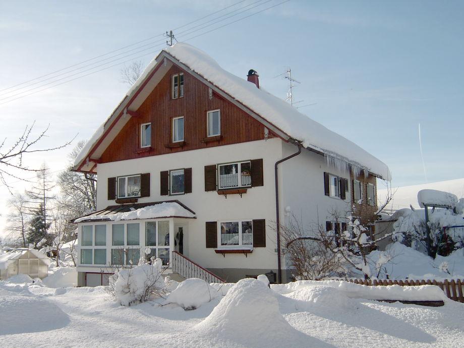 Unser Haus im Winterkleid