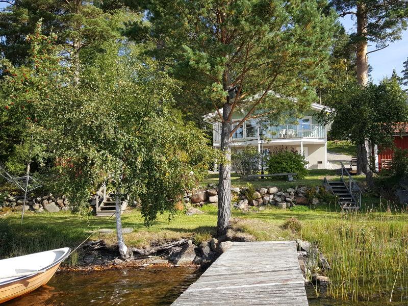 Schönes Ferienhaus am See mit Boot