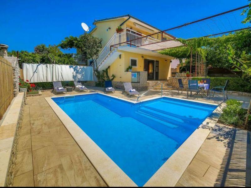 Ferienhaus mit Pool,  300m vom Meer entfernt