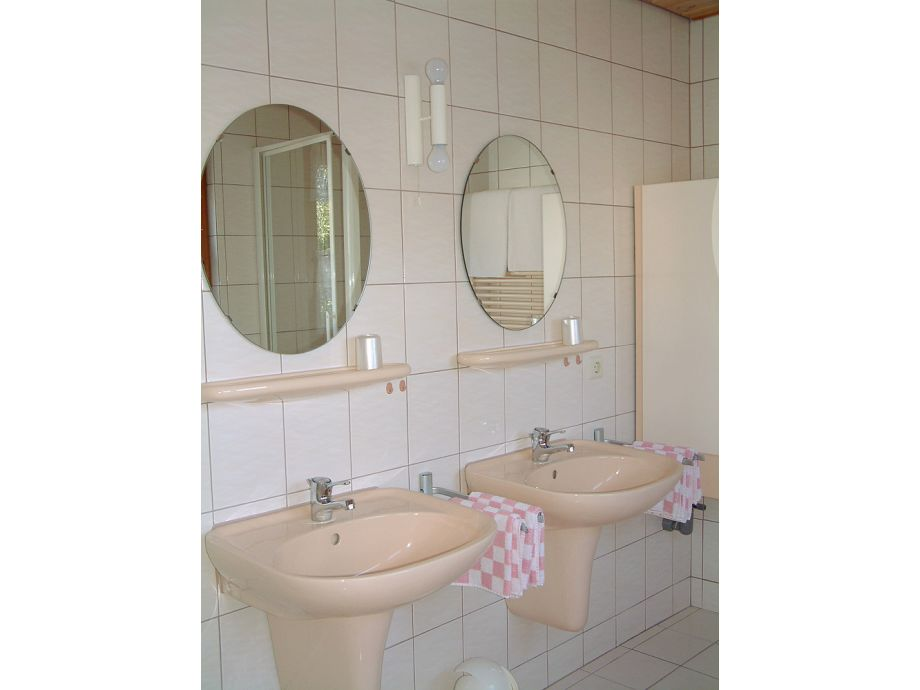 ferienwohnung haus dennenmoser eriskirch fliederstr 5 baden w rrtemberg frau ina dennenmoser. Black Bedroom Furniture Sets. Home Design Ideas