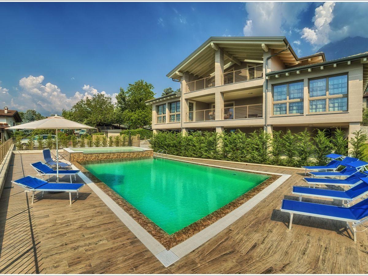 Ferienwohnung Relax in der Villa Camelia, Colico, Firma ...