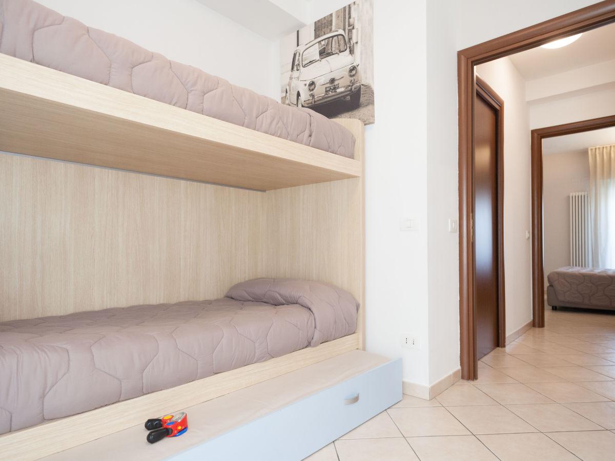 Etagenbett Reise : Familienzimmer kinder schlafen im etagenbett bild von hotel