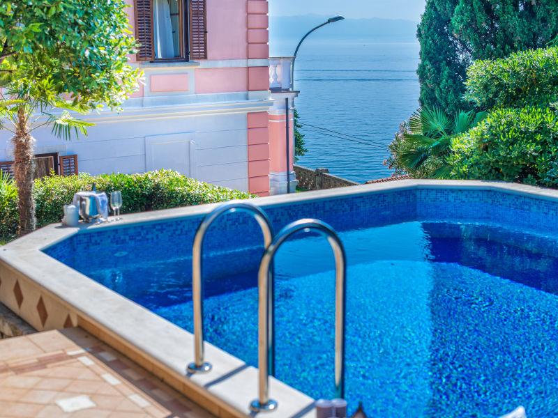 Strandvilla Maria Opatija mit Pool