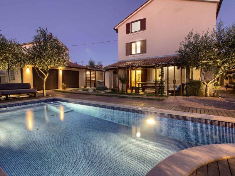 Villa Donatella mit Pool