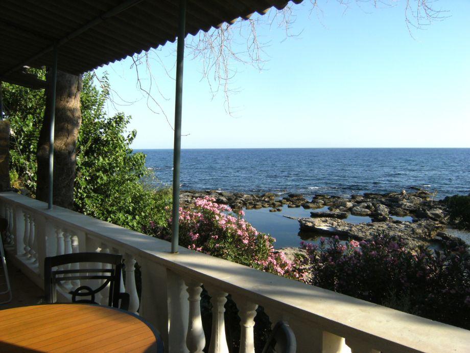 Blick von der Terrasse Richtung Süd aufs Meer