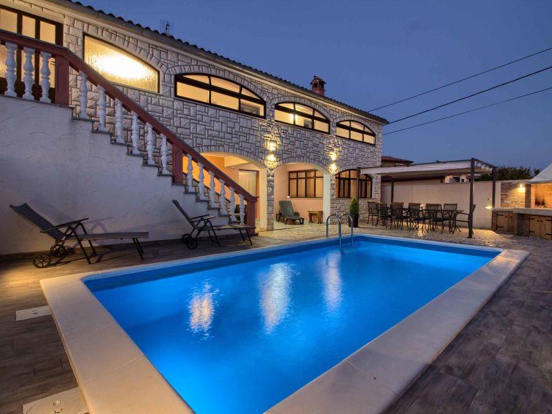 Villa Dvori mit privaten Pool