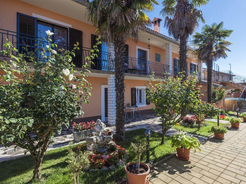 Apartment Eda Rogovići mit Pool