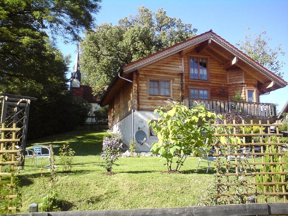 Willibald-Kapelle links hinter dem Haus